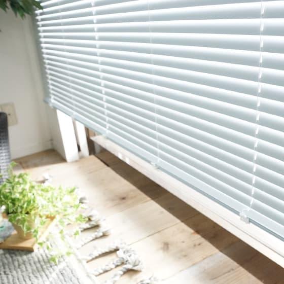 光を調節しながら視線を遮断できる回転スラット
