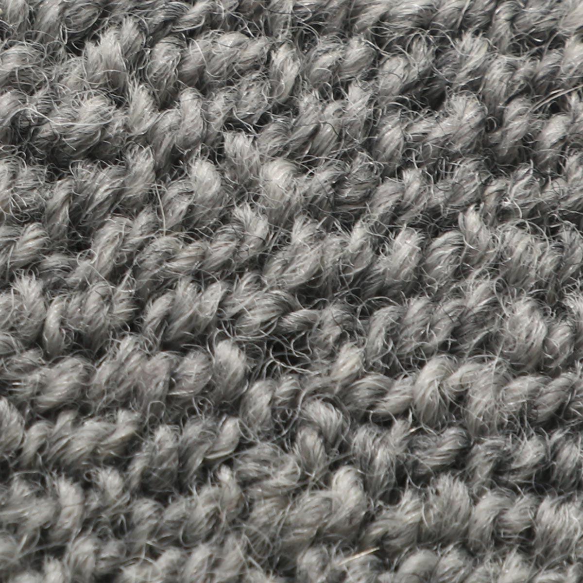羊毛100%で緻密な毛が弾力性と遮音性の効果があります。
