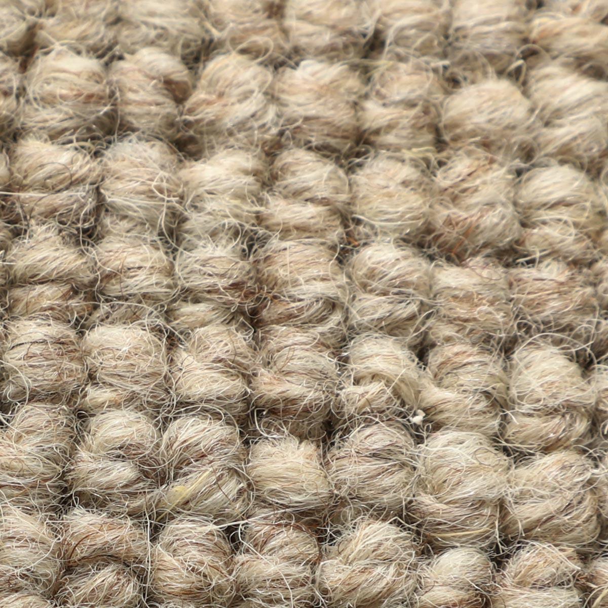 自然で高品質な無染色ウール100%使用。