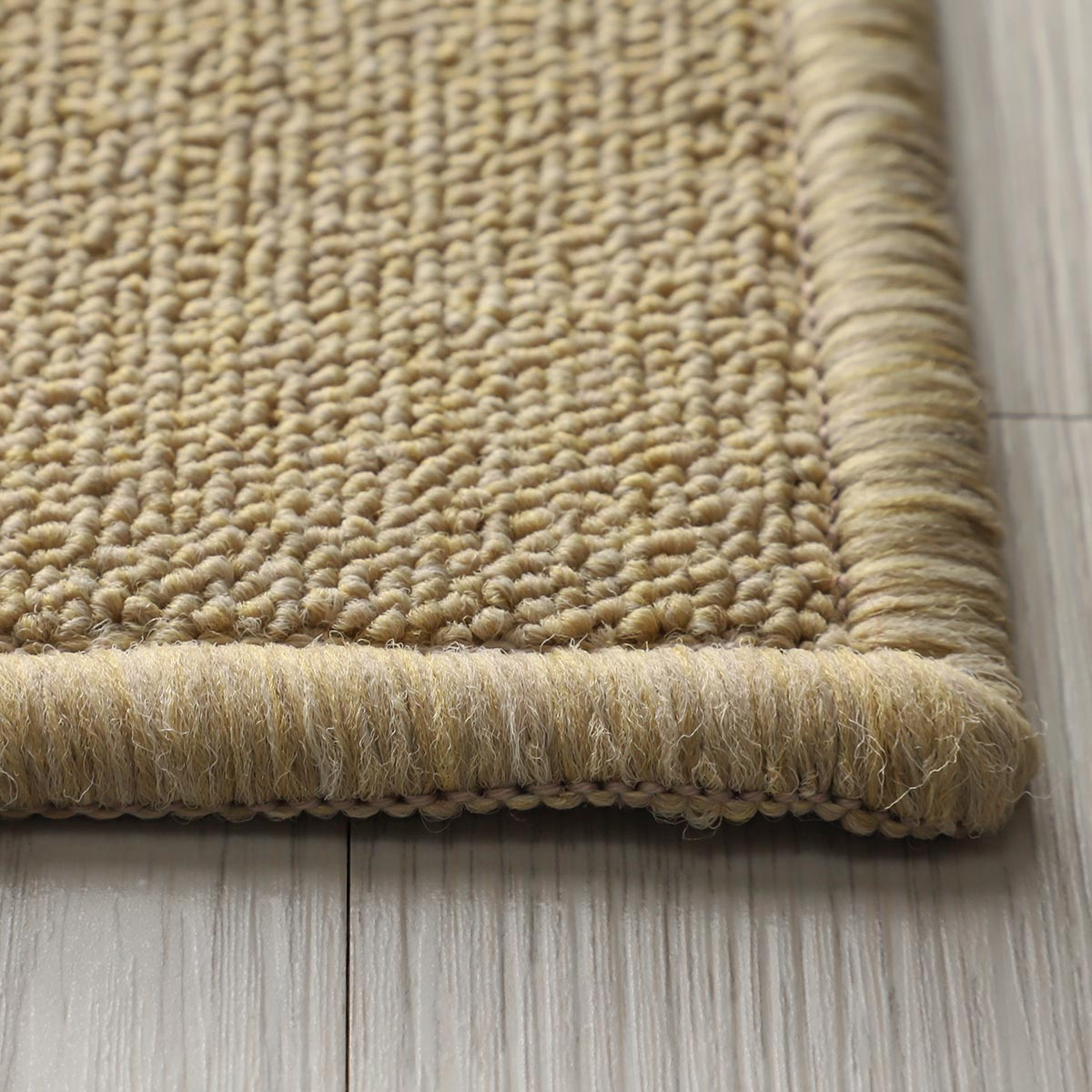 程よい薄さでドア下まで敷き込めます。床暖&ホットカーペット対応。
