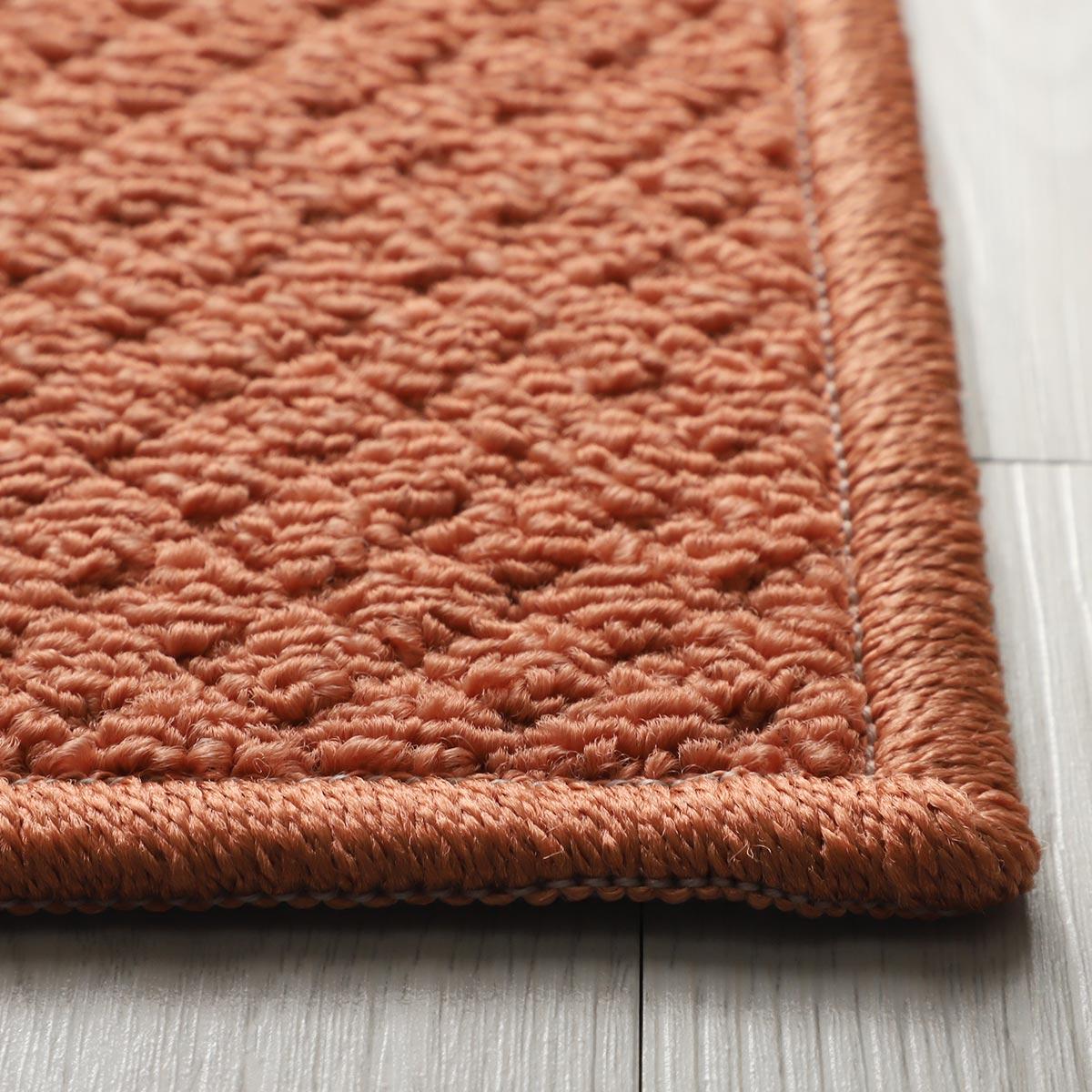 程よい厚みで踏み心地良好。床暖&ホットカーペット対応。