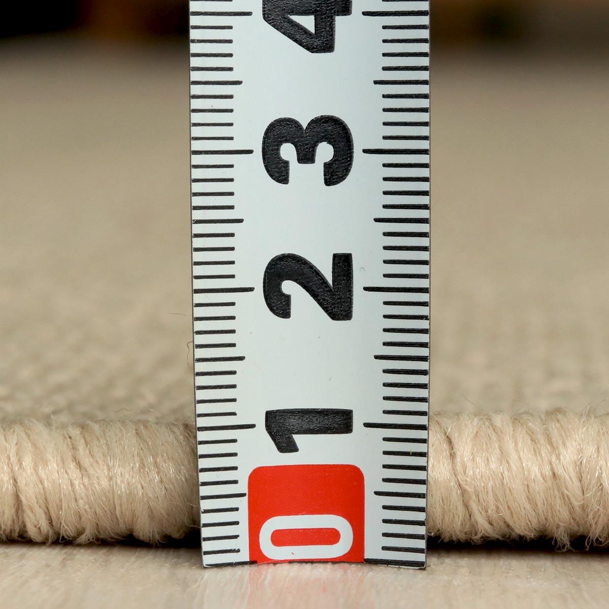 全厚約8mmの程よい薄さでサラリとしています。