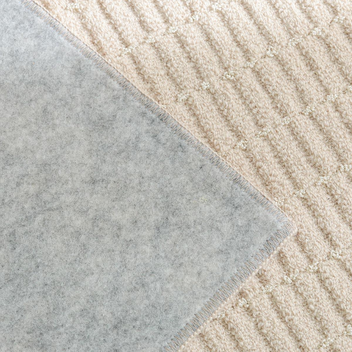 裏面は不織布貼り。床暖房・ホットカーペット対応。