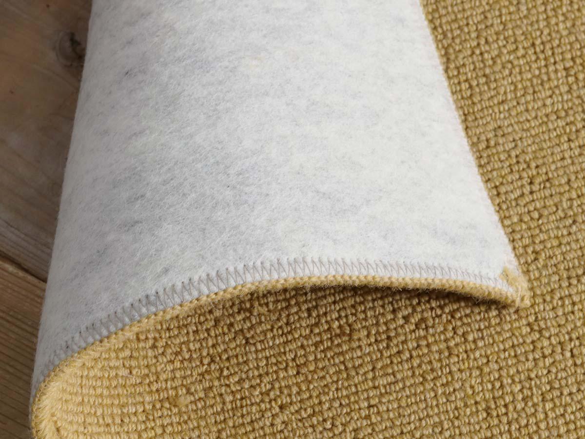 裏面不織布は防音タイプ。