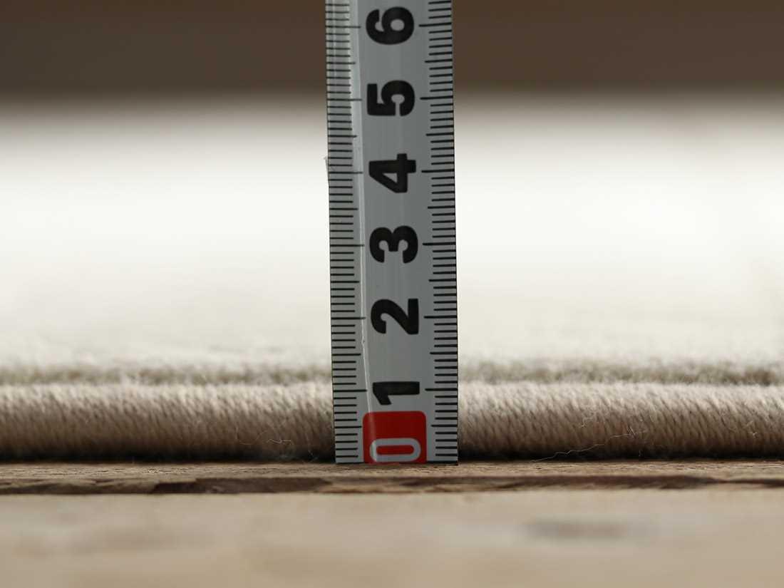 手触りフカフカ。全厚約12mmです。