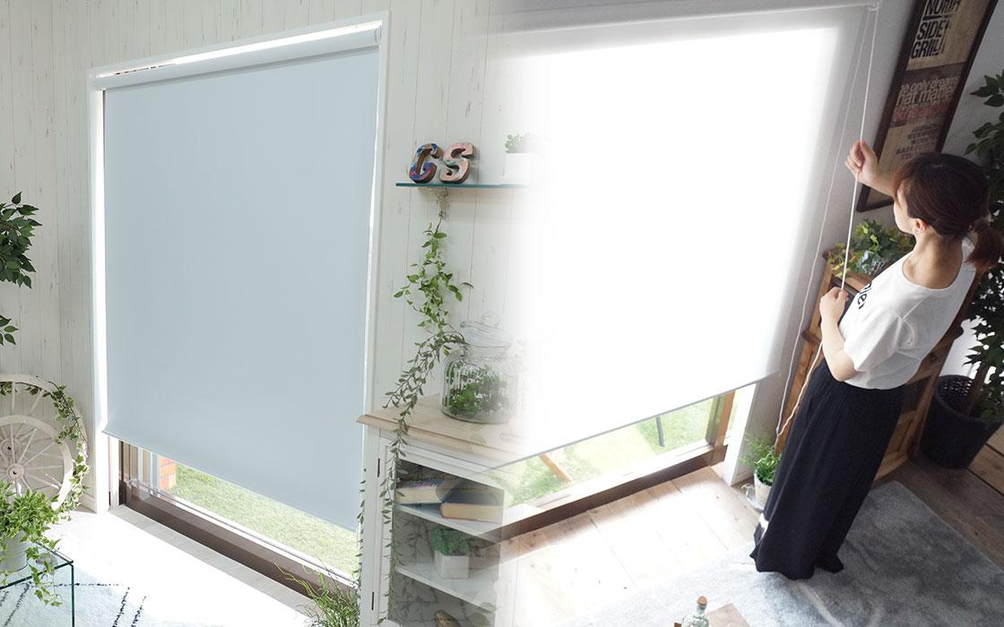 白(ホワイト)色のロールスクリーン