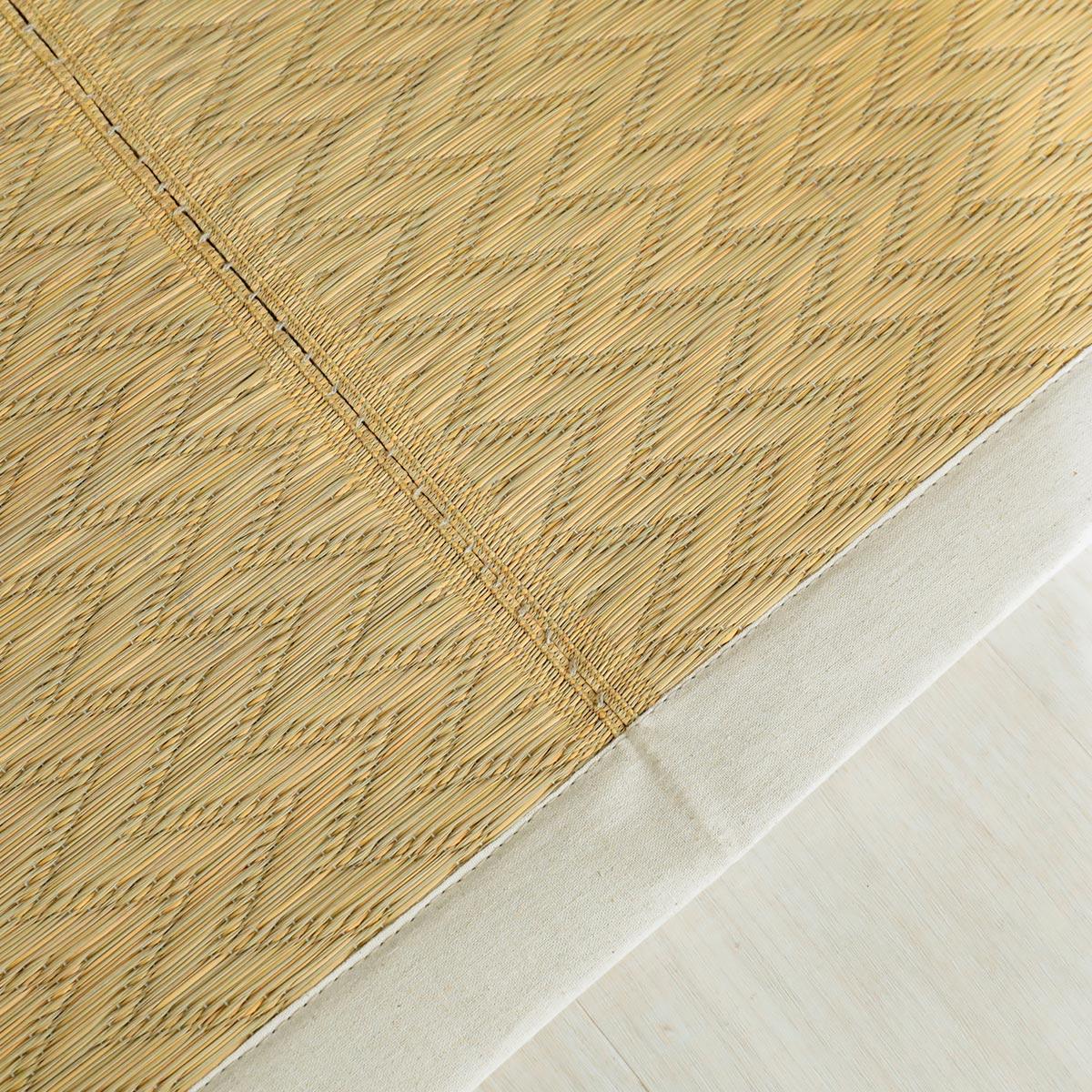 折り畳みやすいように縫い合わせています。