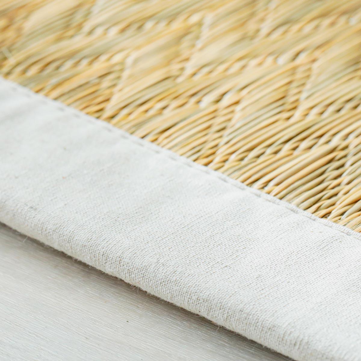 縁は約5cmの綿100%の生地。四方縁仕上げです。