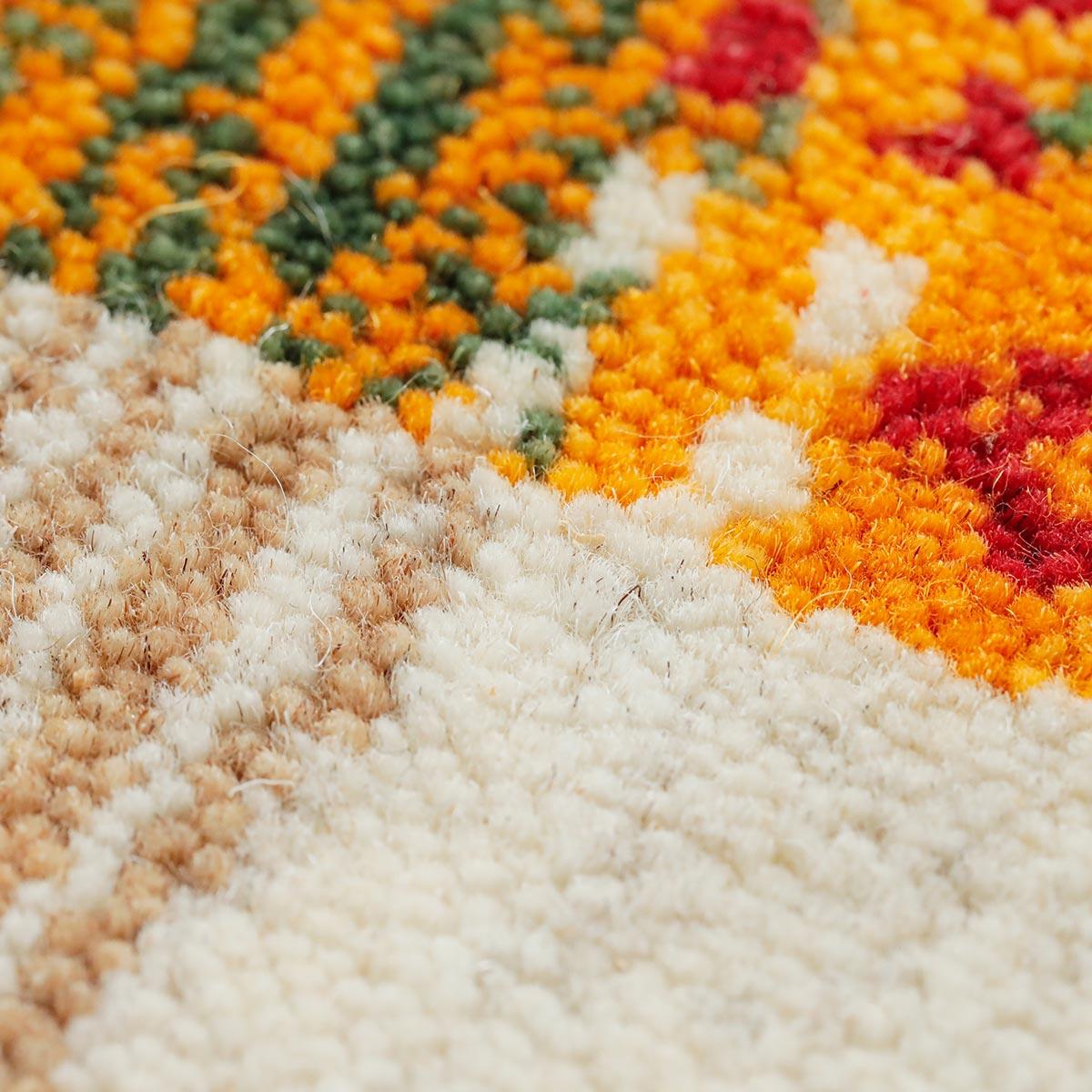 しっかりと目の詰まった織りでつくられています。