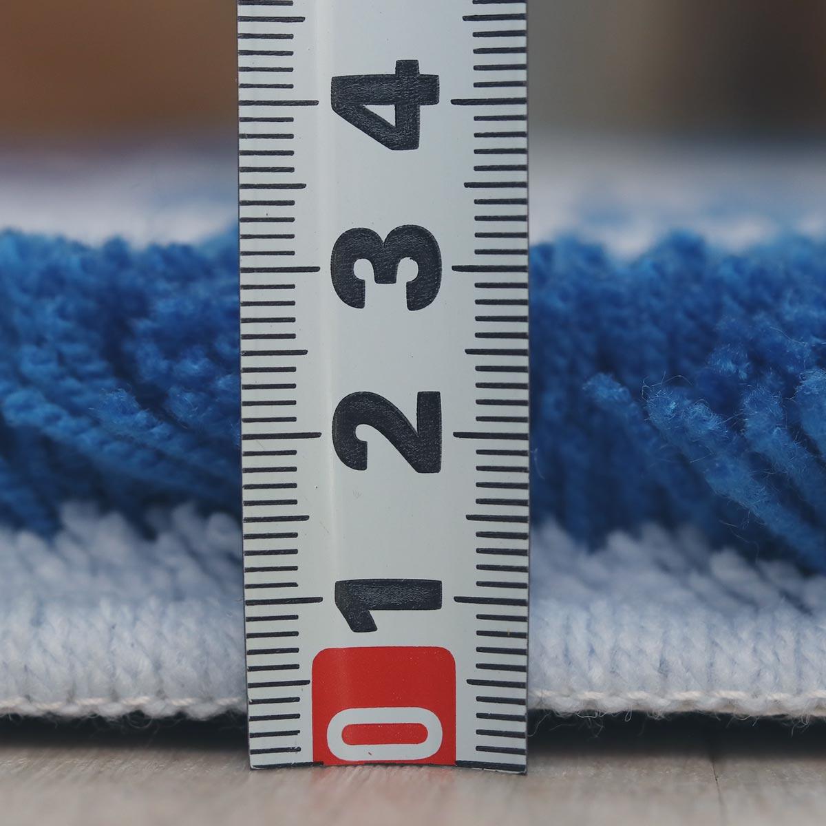 パイル長約10〜15mm。ふっくらとした踏み心地。