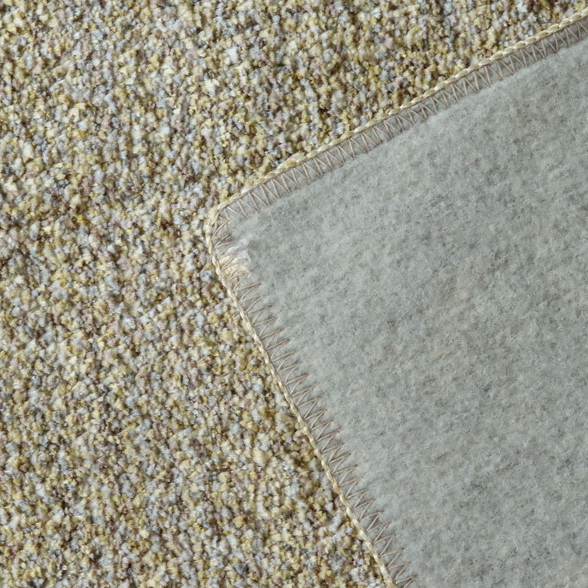 裏面は床を傷つけにくい不織布貼り。ホットカーペット・床暖房対応。