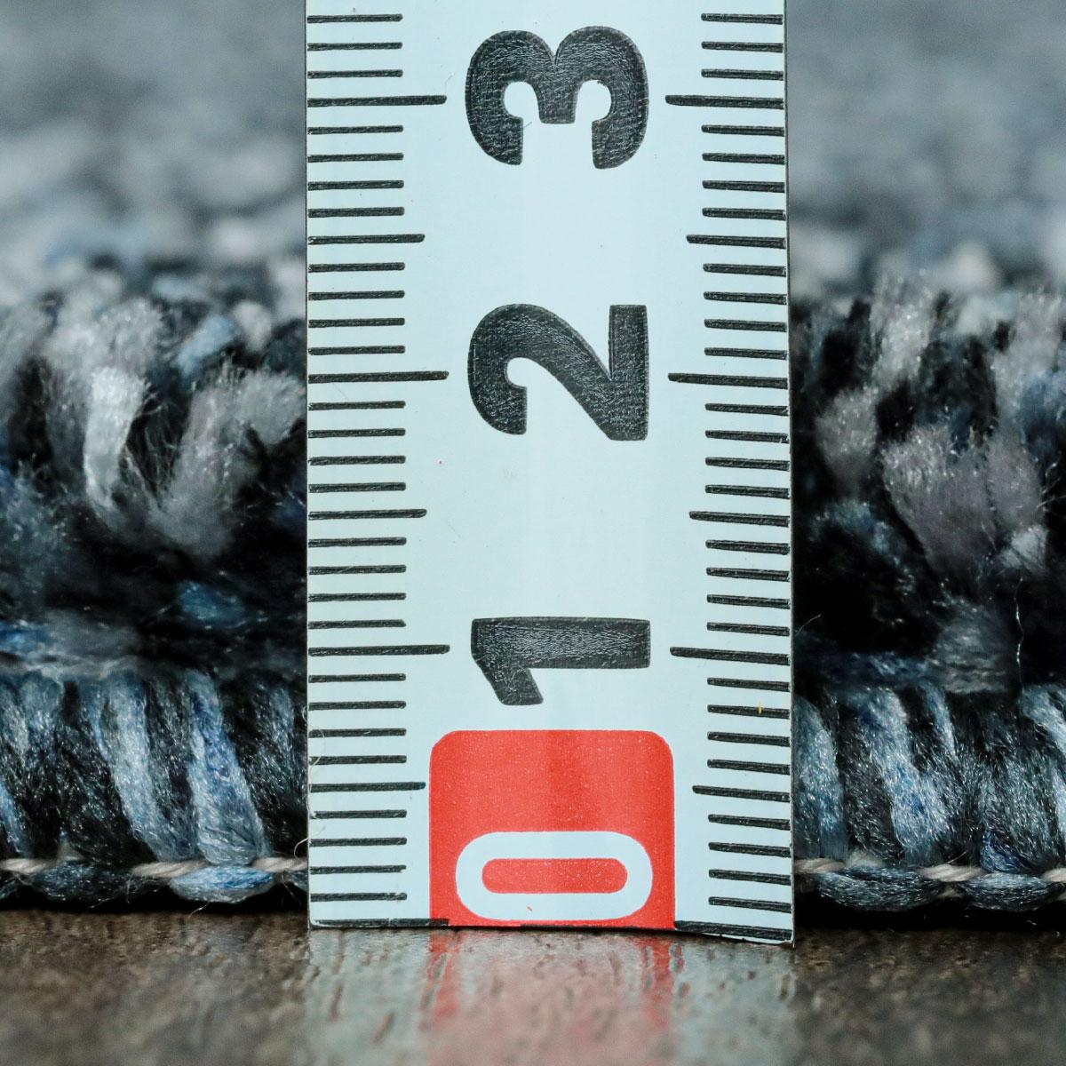 全厚約21mm。程よい薄さでコンパクトに収納できます。