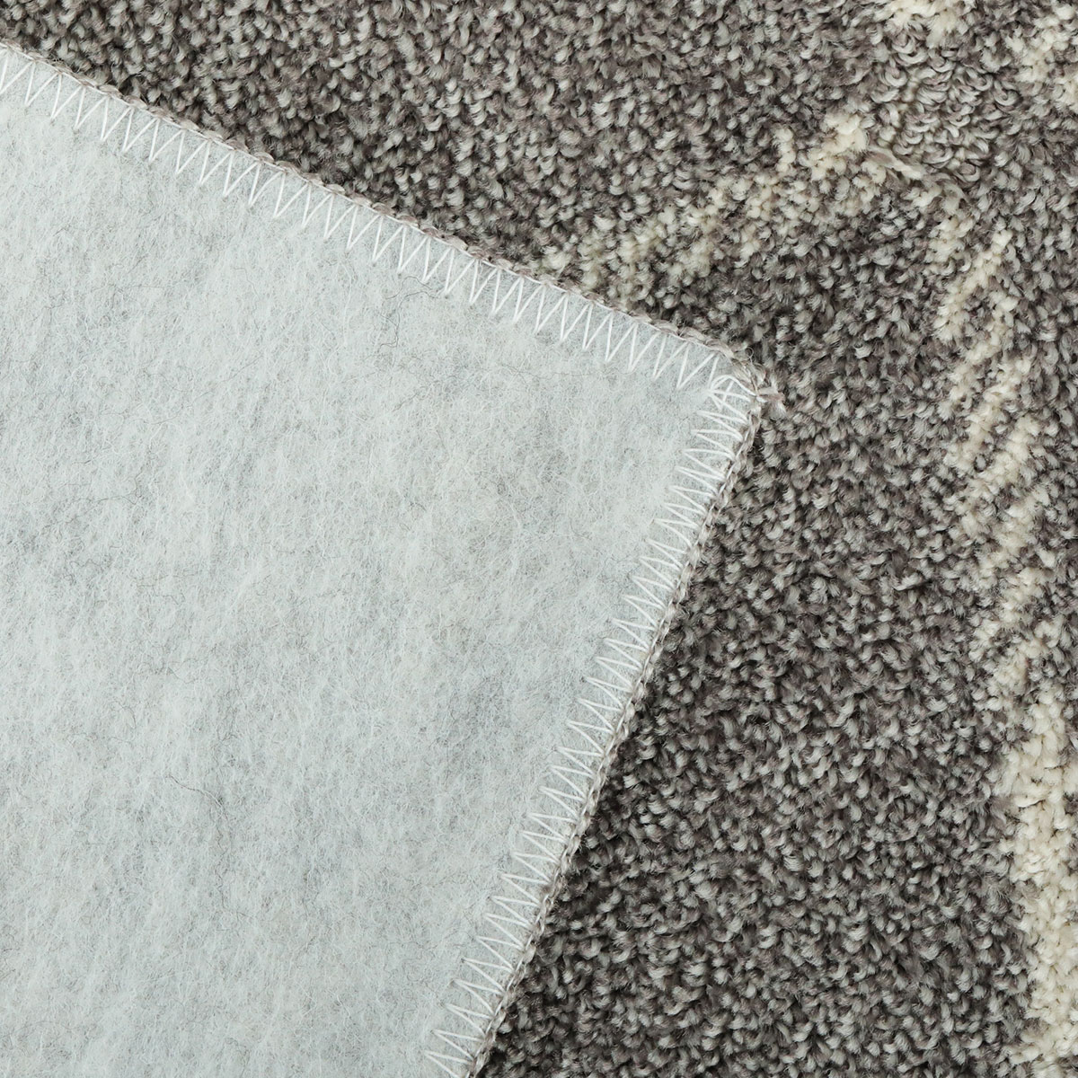 裏面は床を傷つけにくい不織布貼り。一年を通してお使いいただけます。
