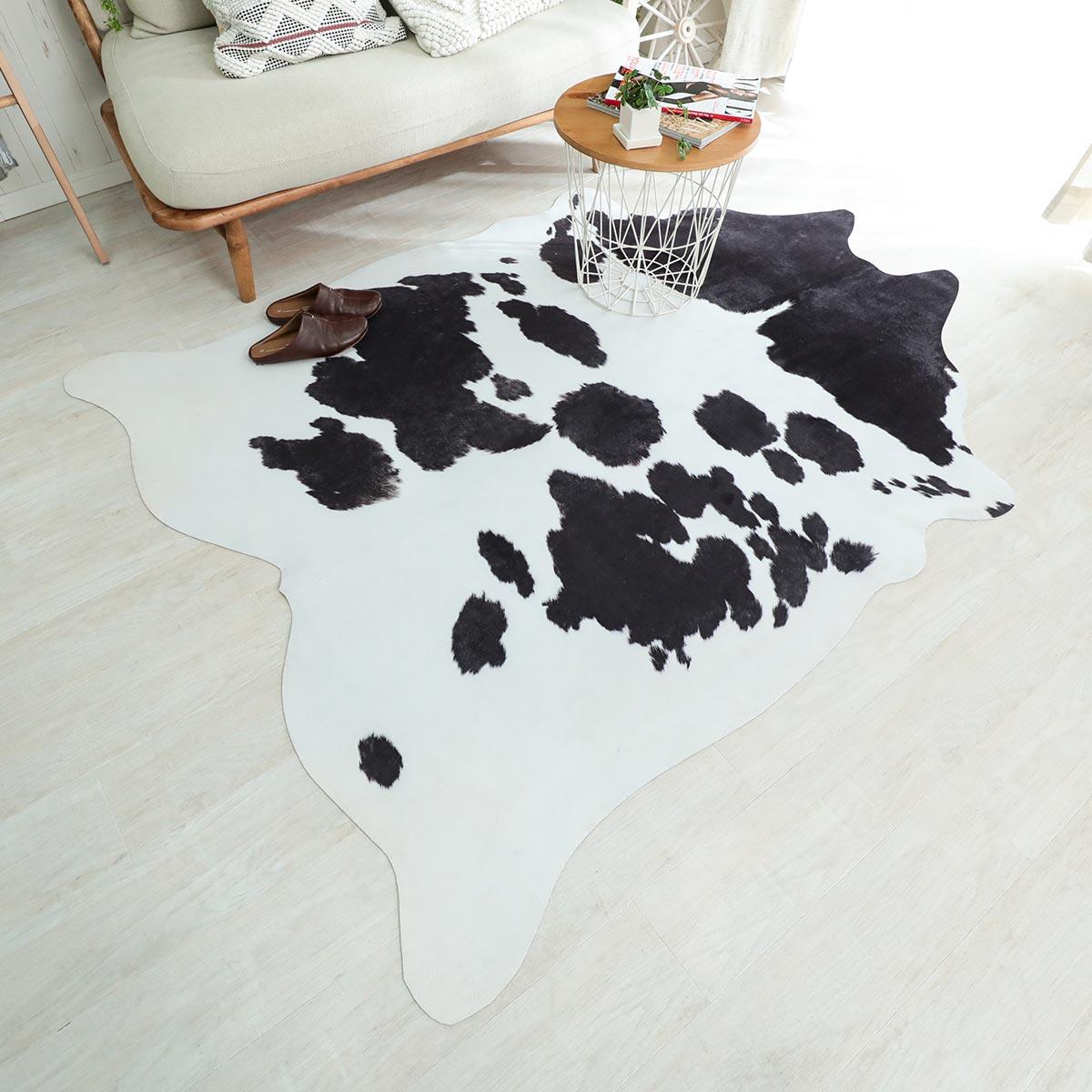 本物そっくり!牛革風ラグ ブラック 約155x190cm
