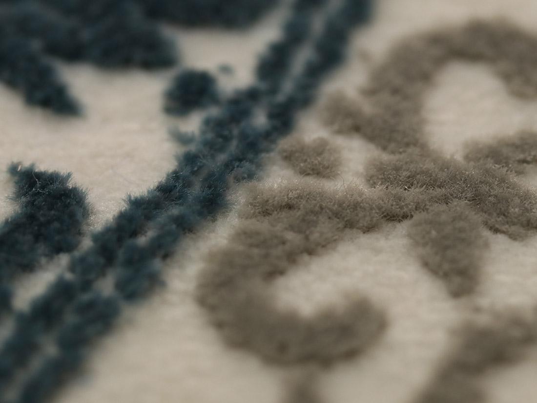 ブルガリア製ウィルトン織ラグで丁寧に織り上げているので遊び毛が出にくいです。