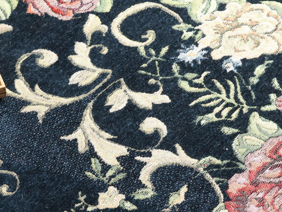 シェニール糸を使った生地は手触りやわらかくしっとりとしています。