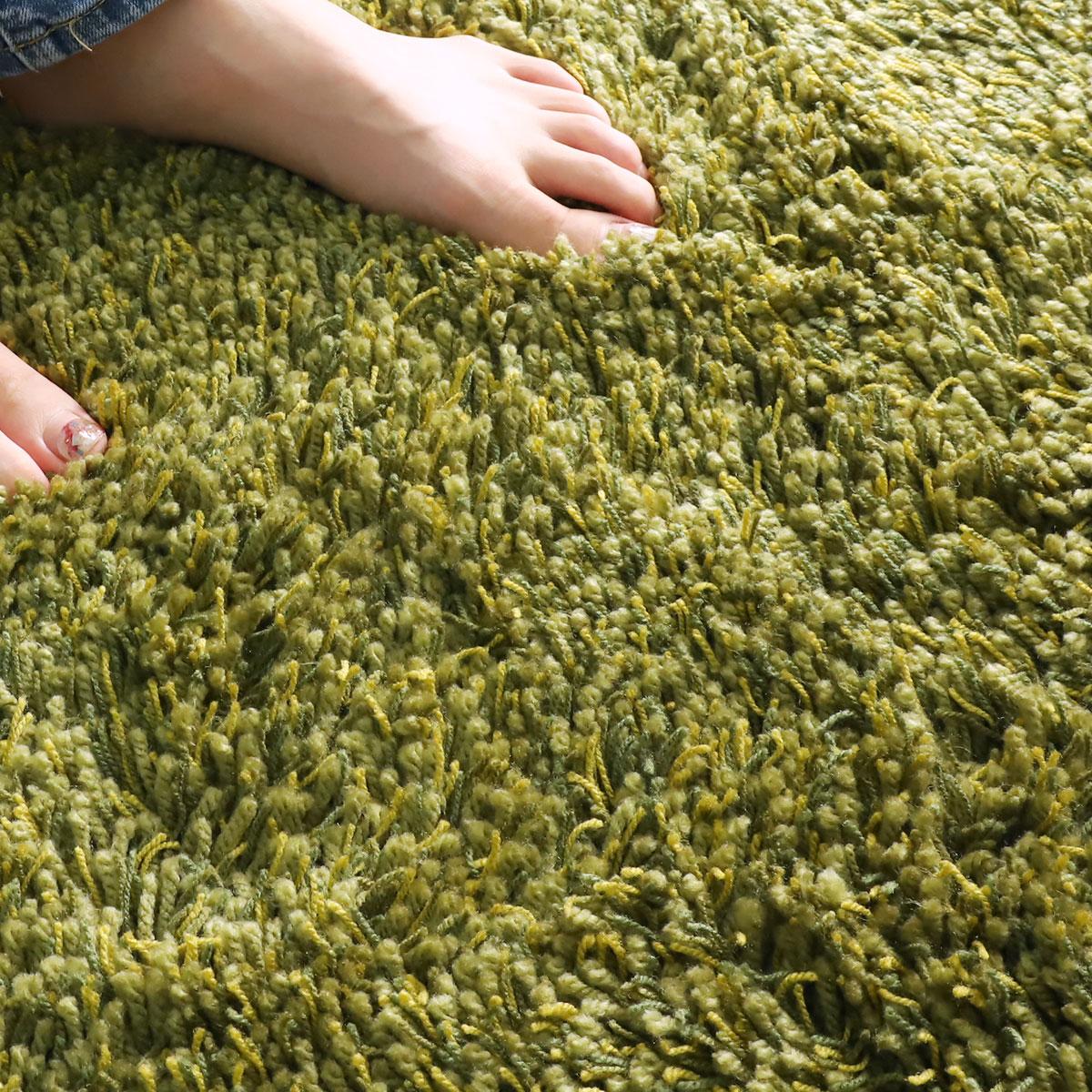 セーターなどに使用されるアクリル糸を使用。ウールのような風合い。