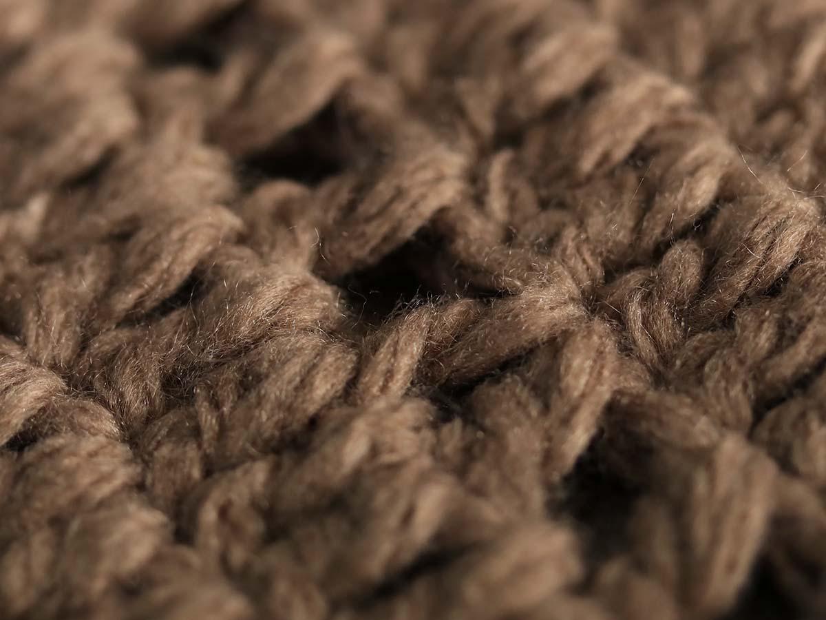 丁寧にひとつひとつ織り上げています。