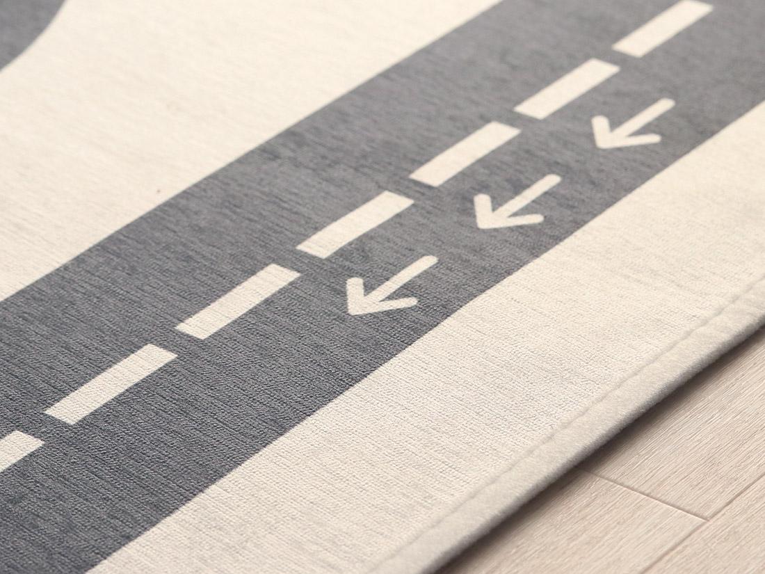 フチは折り返してミシンで縫ってあります。