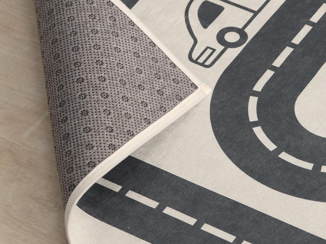 ホットカーペット・床暖房対応でオールシーズン使えます。<br>安心の滑り止め加工。  ※画像は130x190cmを使用。