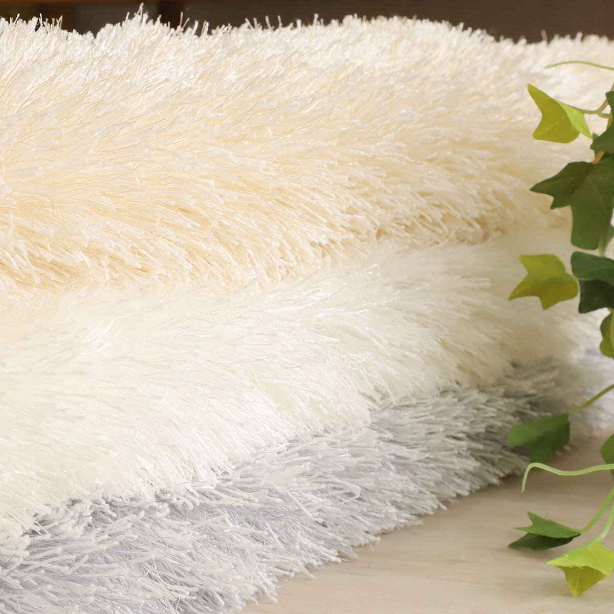 自然な風合いと光沢感のある国産プレーンシャギーラグ「エクル」