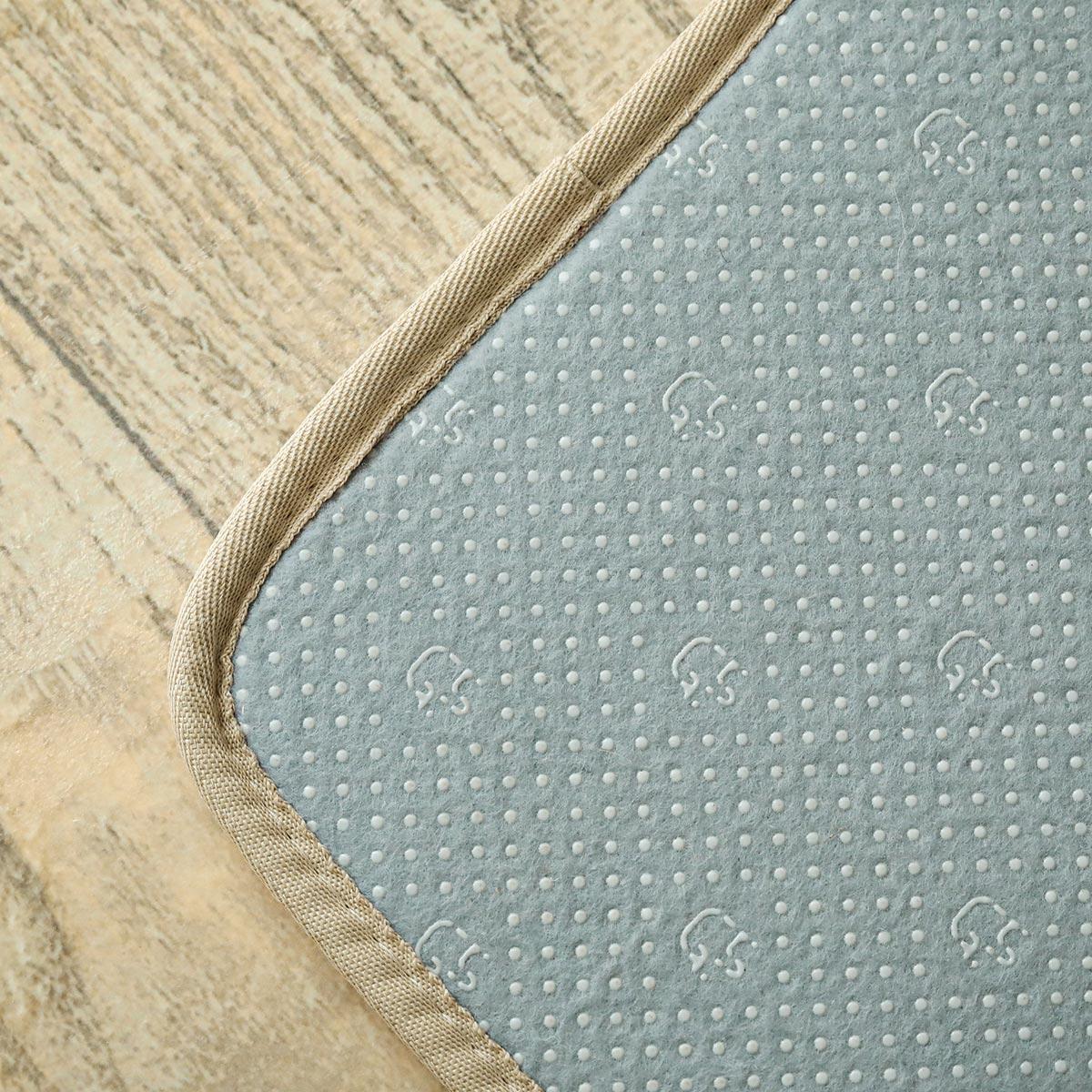 裏は滑り止め付き。床暖・ホットカーペット対応です。