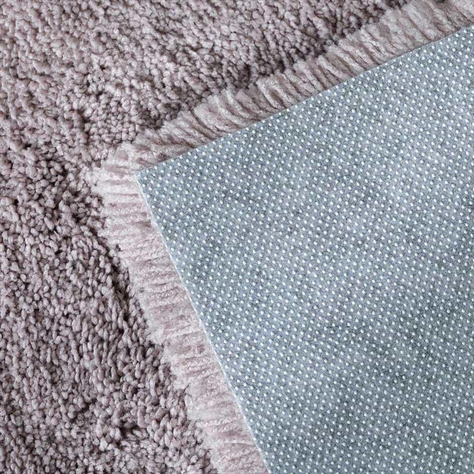 強力滑り止めでストレスフリー!ホットカーペット&床暖房対応。