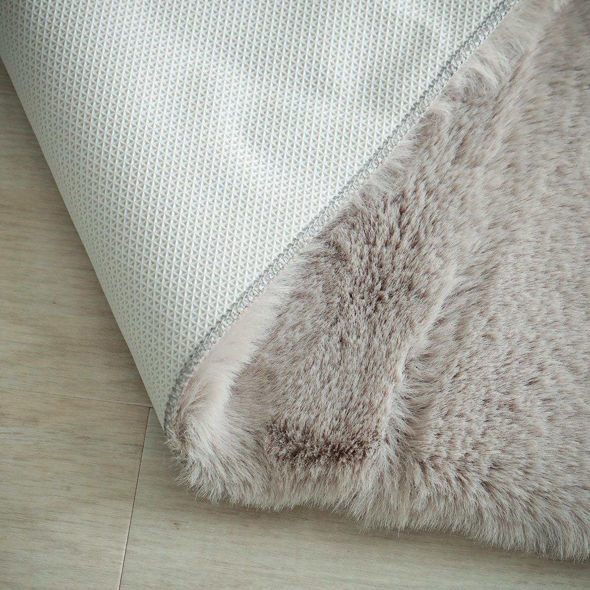 スベリ止め加工、ホットカーペット・床暖房対応でオールシーズン使えます。