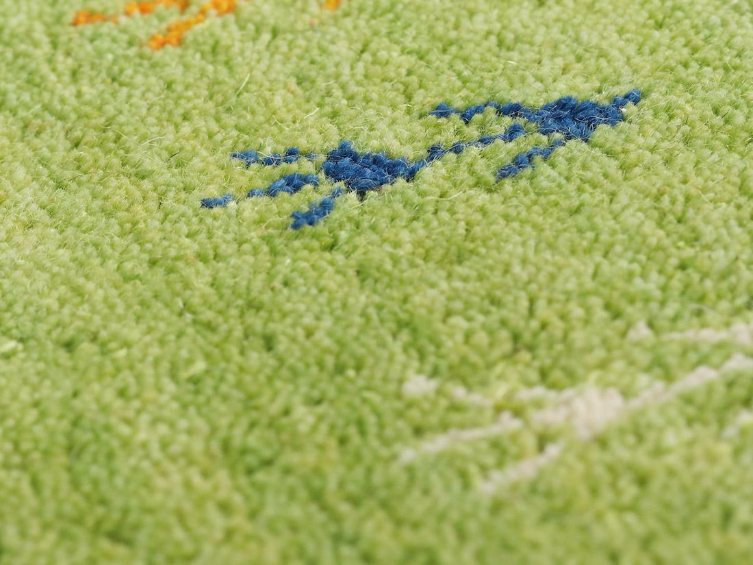 羊毛を硬く織りあげており長く使える高品質。