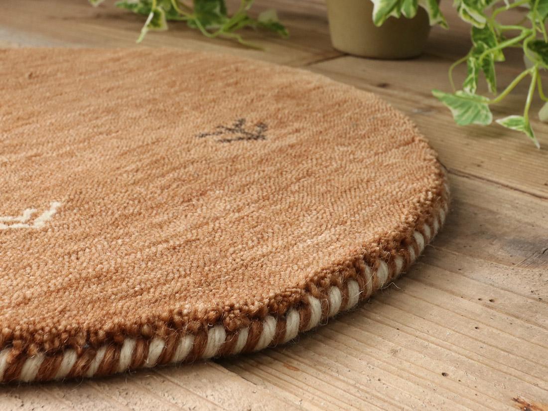 羊毛100%なので夏涼しくて冬暖かく快適です。