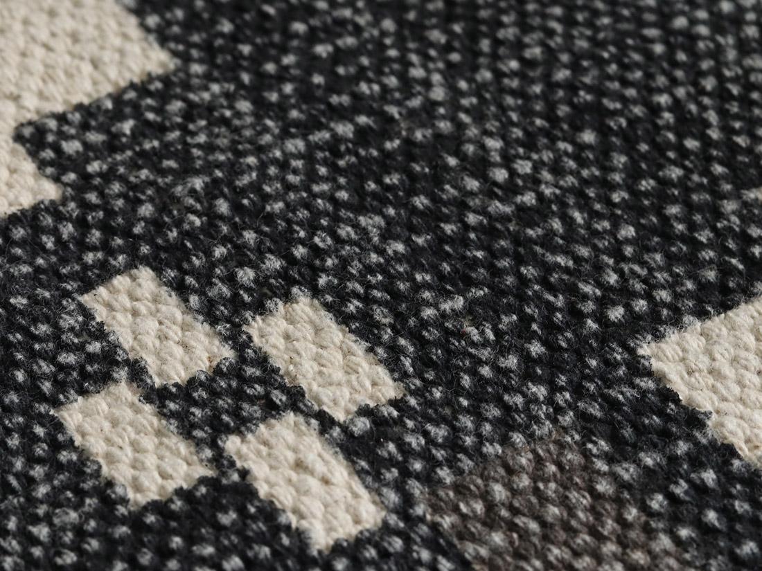 インド製の綿100%で自然な素材感がお部屋に馴染みます。