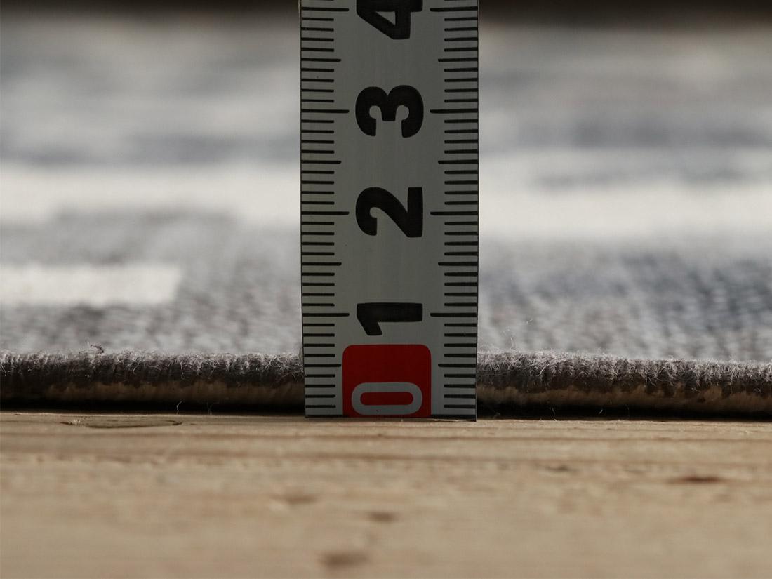 厚みや約5mm程。ラグとして使う場合はふわピタとの併用がおススメです!