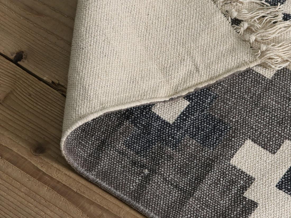 ホットカーペット、床暖房対応です。
