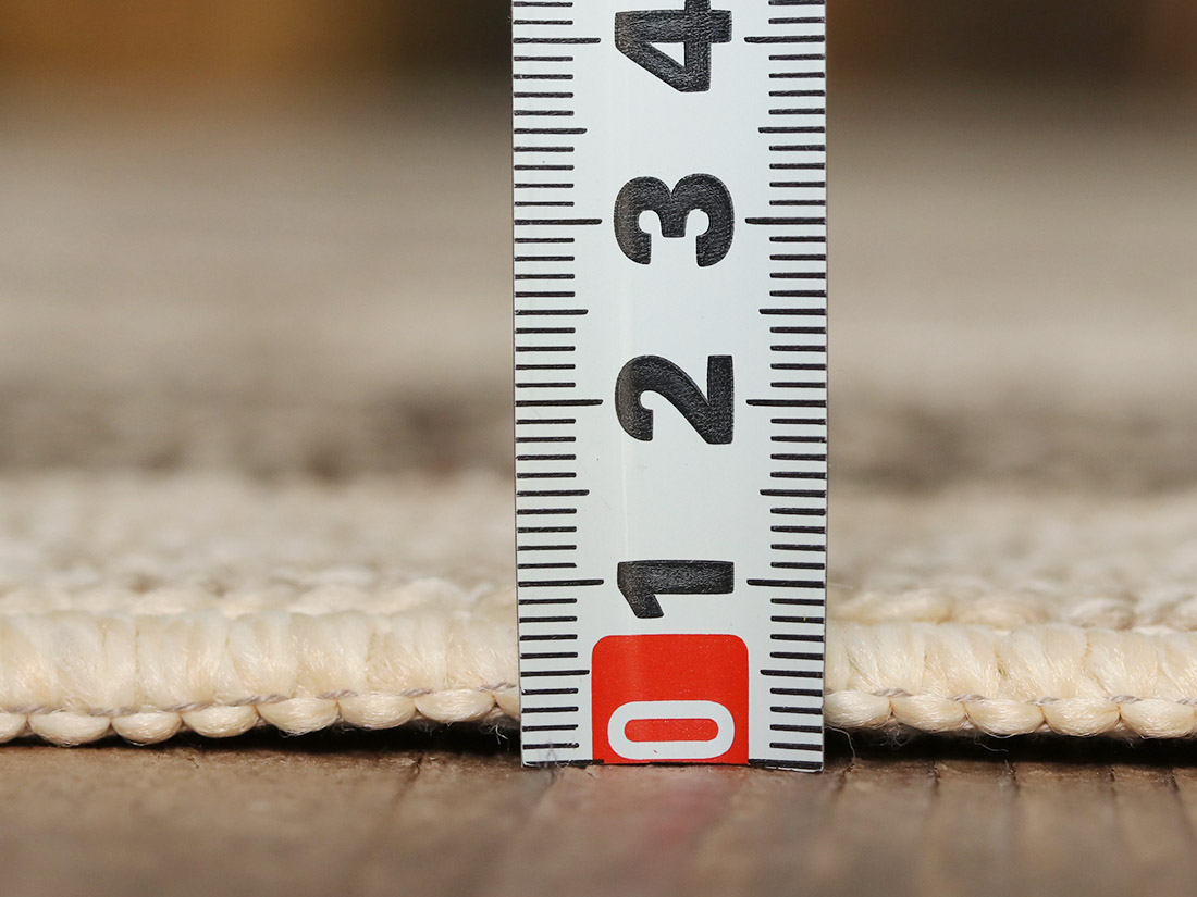 全厚約8mm。薄手なので熱が伝わりやすく、<br>ホットカーペット・床暖房対応でオールシーズン使えます。