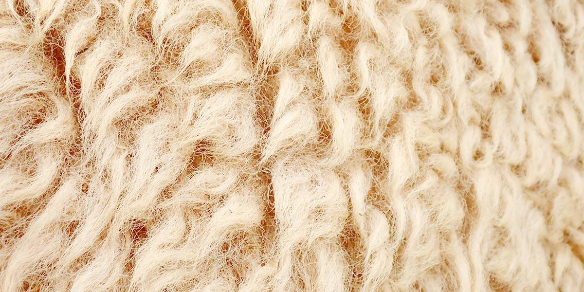 無染色ウールで自然な風合いの仕上がり