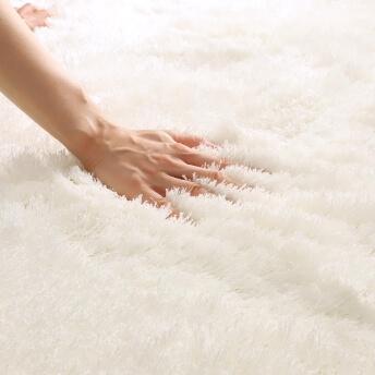 ハンドメイドならではの、ナチュラルな雰囲気たっぷりの一枚『サリコ ラグ 約130×190cm』