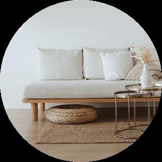 木製の家具や藤などナチュラルな家具を選ぶ