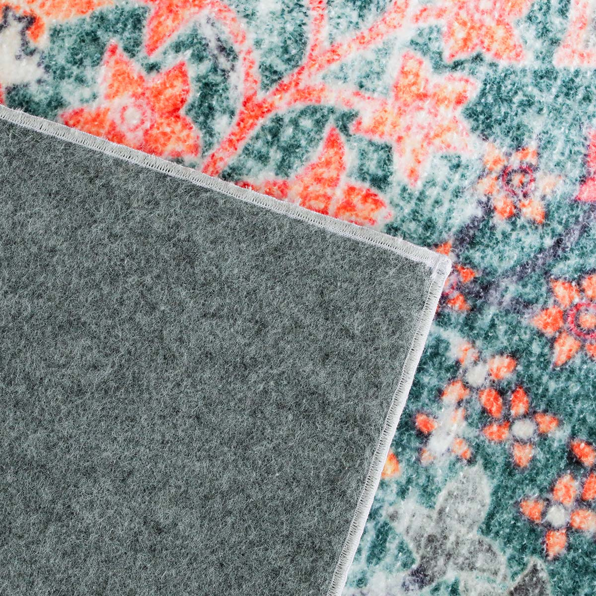 不織布張りで床を傷つけません。