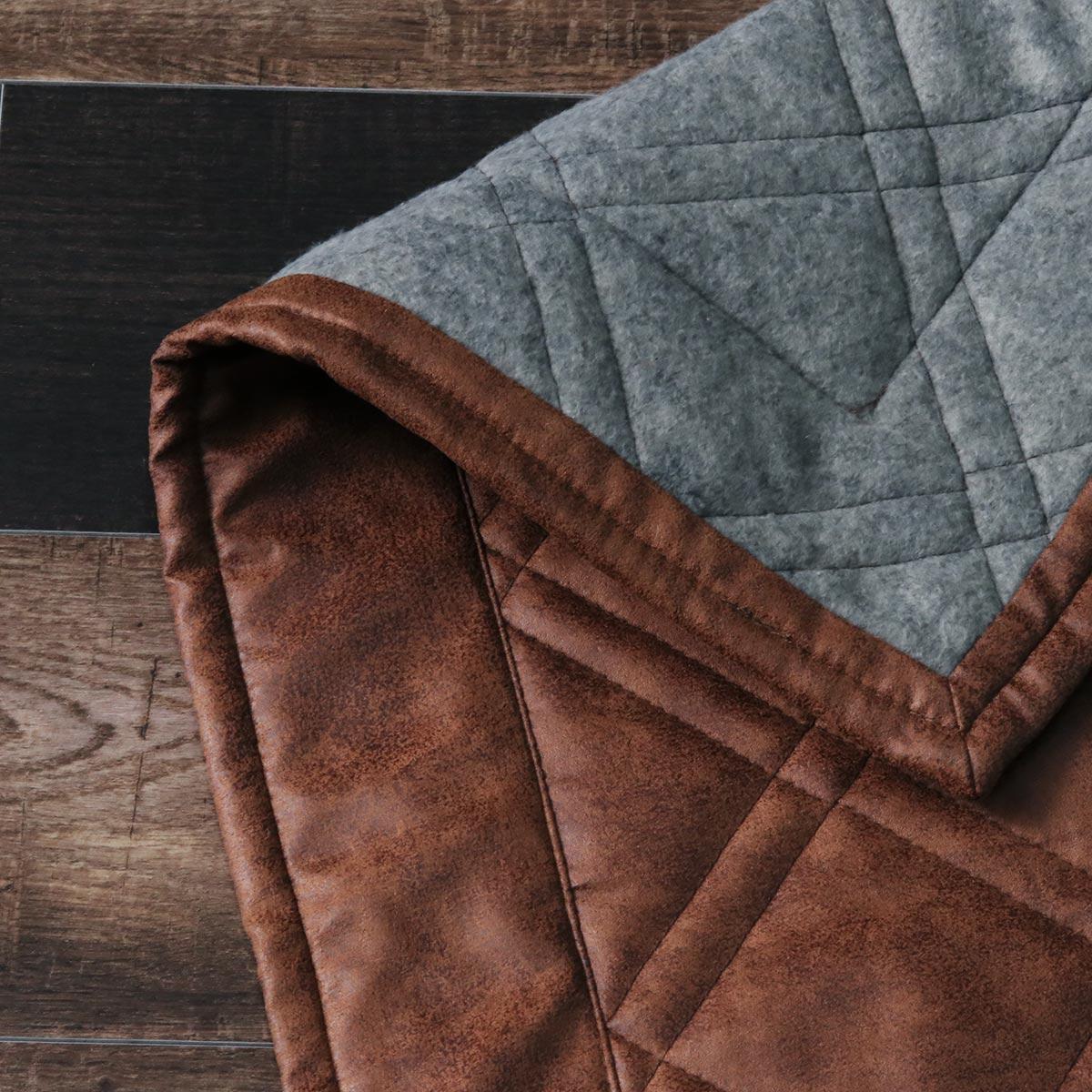 裏面は不織布貼りでホットカーペット&床暖対応。