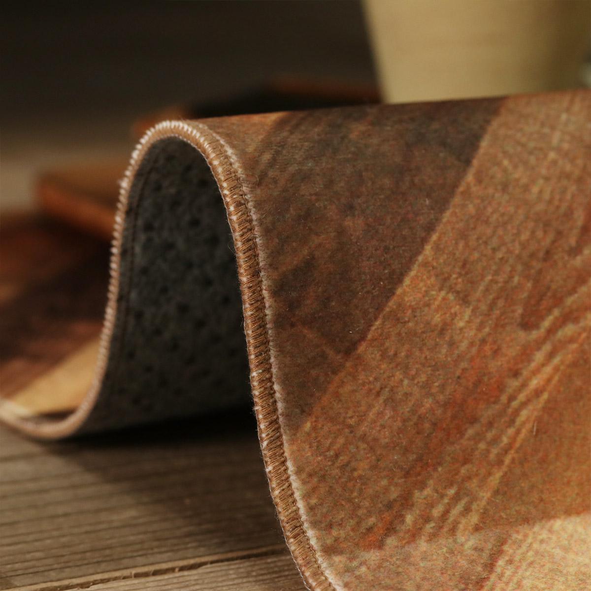 薄手ラグなので簡単に敷け、お部屋の雰囲気を変えられます。