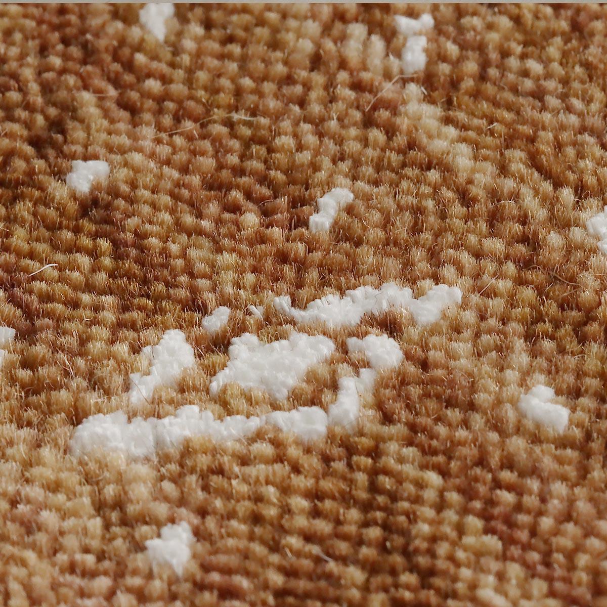 羊毛を硬く織りあげており、長くご愛用いただけます。