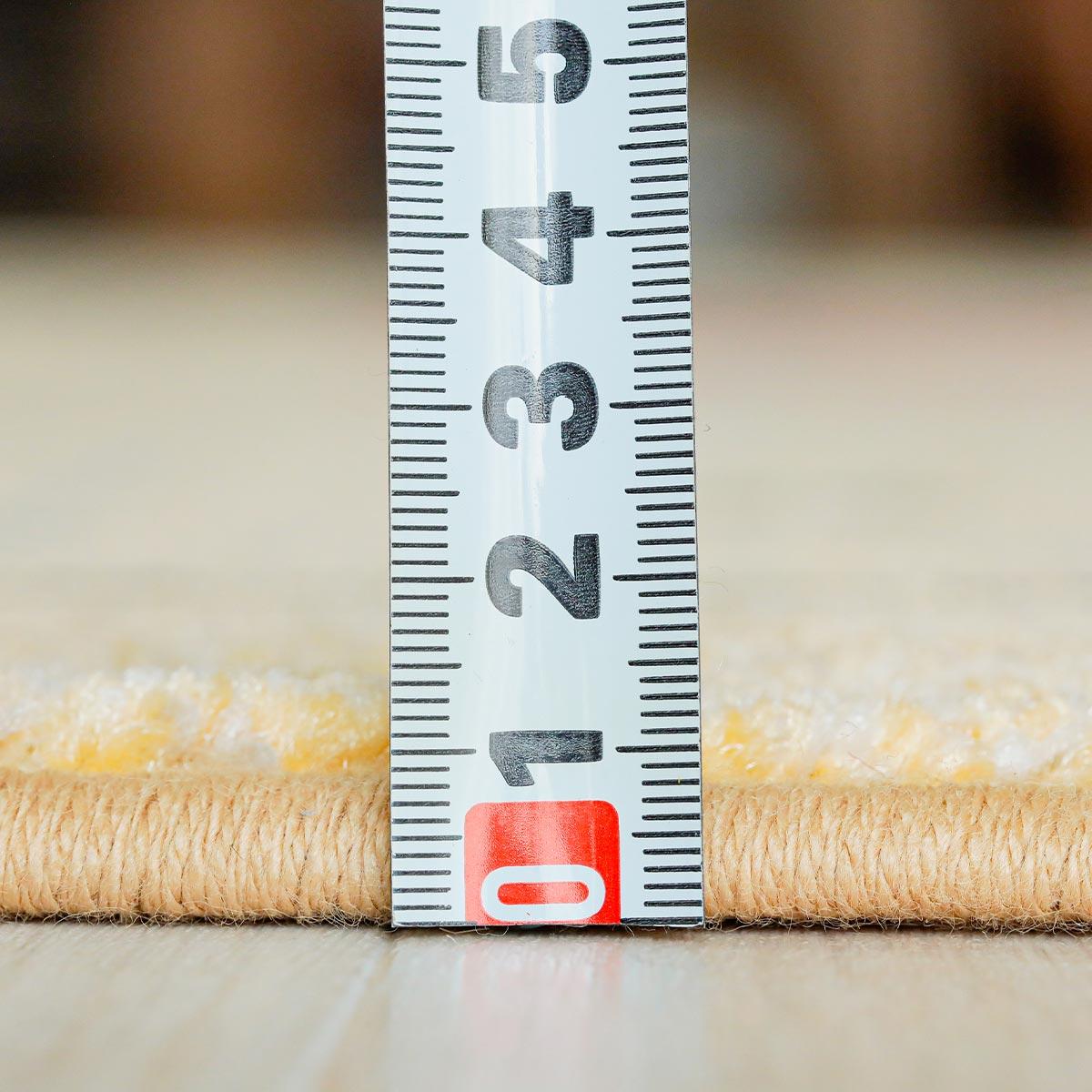 毛足の長さは約9mm。ヒートセット加工