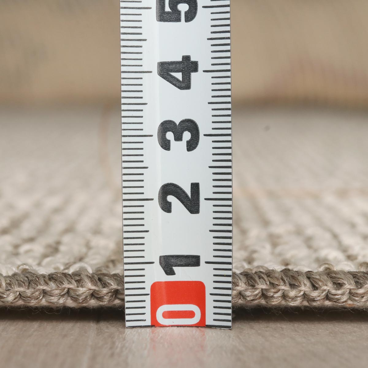 全厚約7mmの程よい薄さ。床暖対応でオールシーズン使えます。