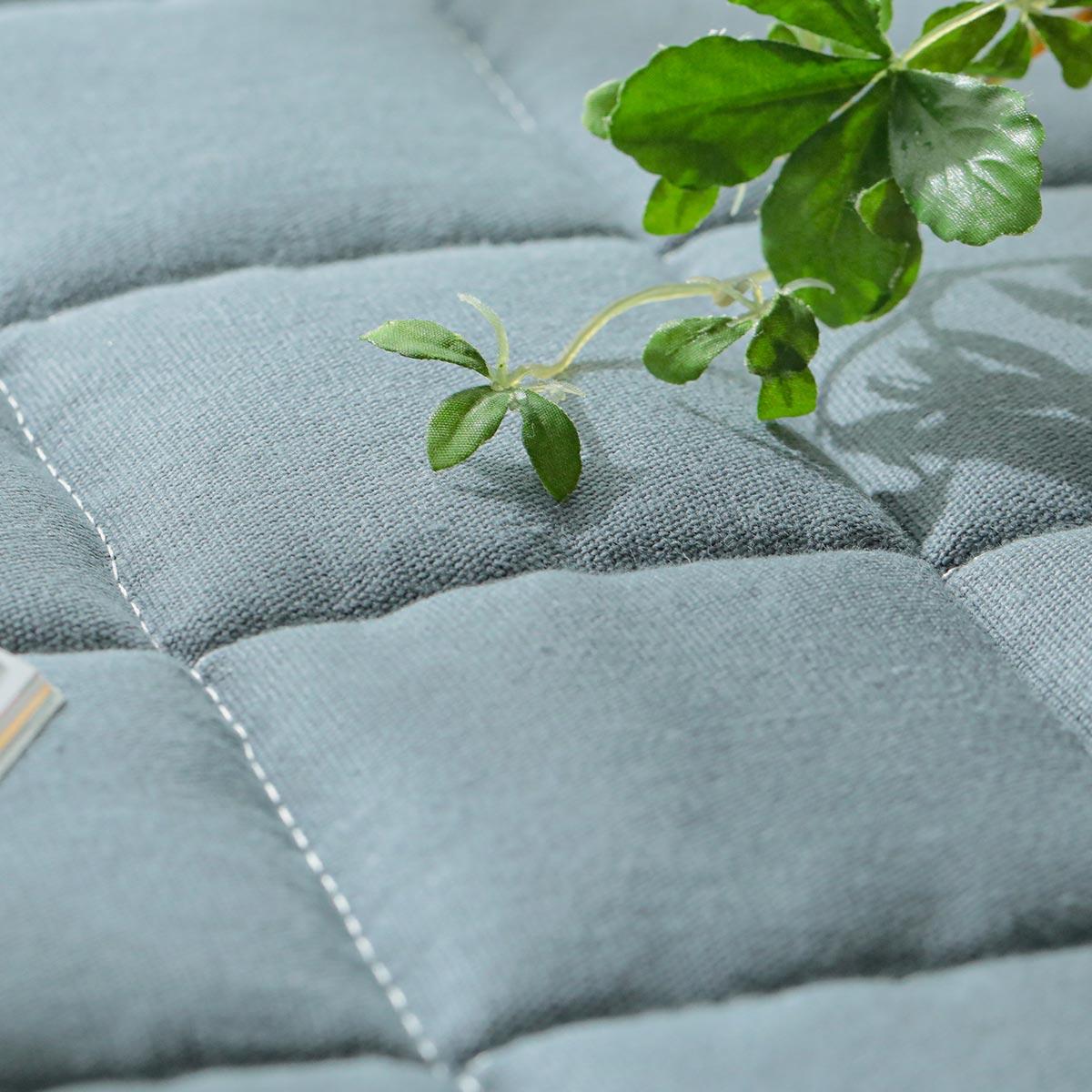 爽やかで優しい肌触りの綿100%素材。丈夫なチノクロス。