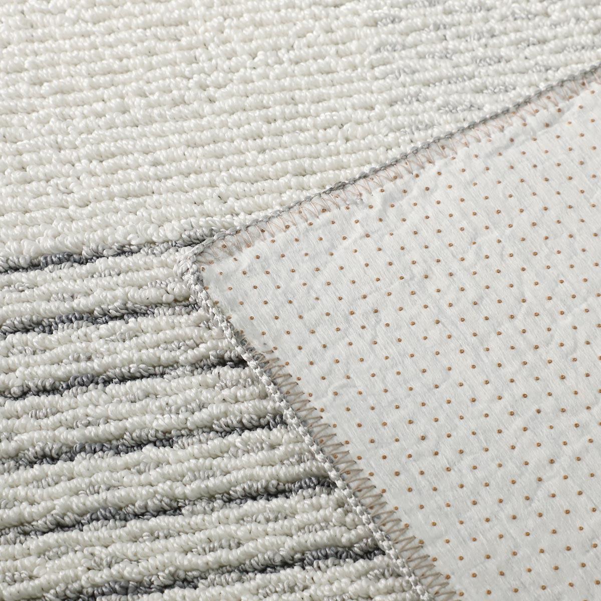 滑り止め付き。床暖房・ホットカーペットにも対応しています。