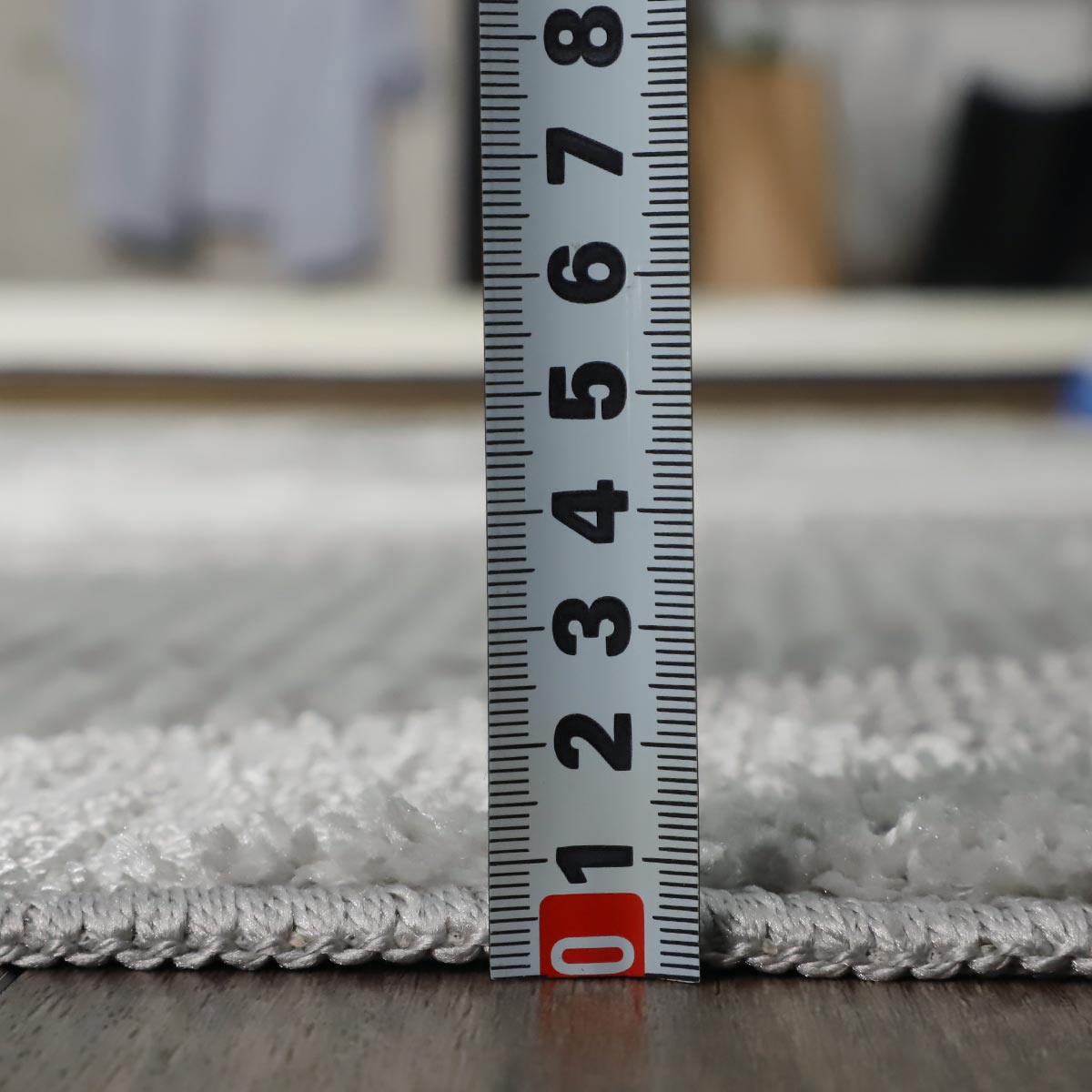 程よい厚さでテーブルの脚などで床を傷つけることを防ぎます。